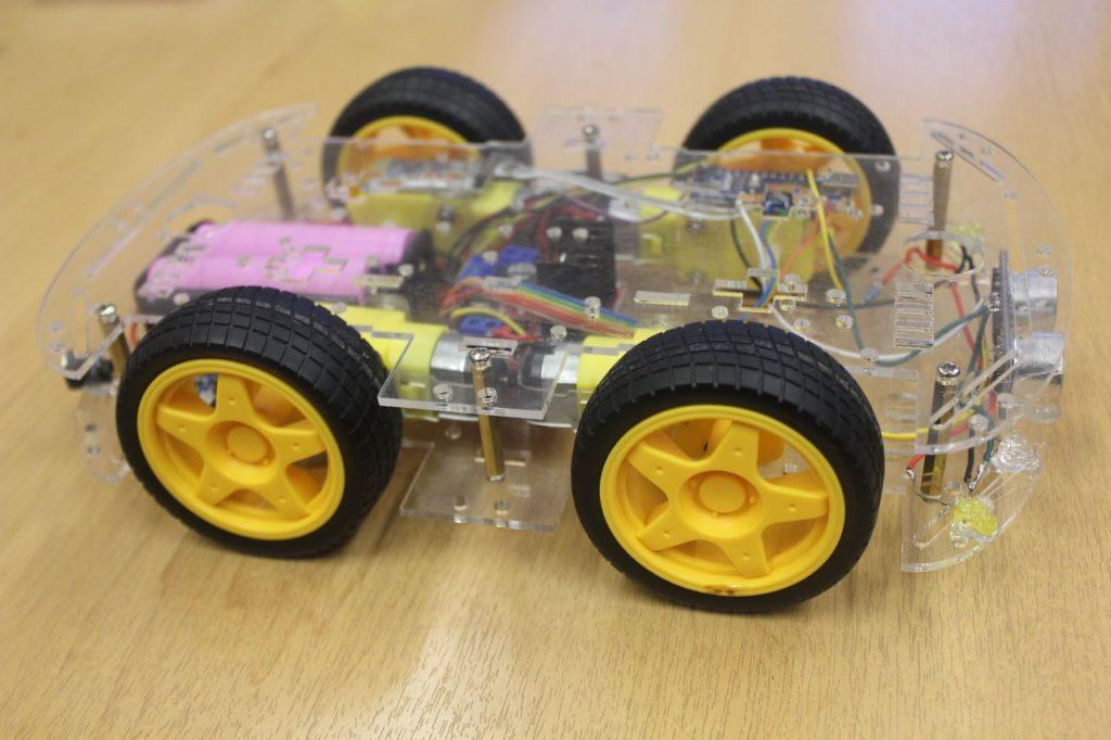Робот машина на Ардуино